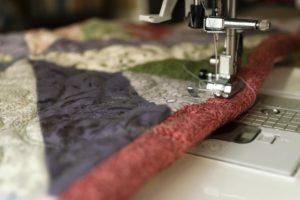 how to thread a mini sewing machine